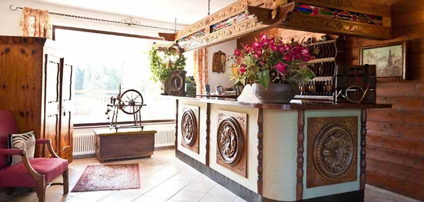 Austria_Filzmoos_Hotel-Alpenkrone_Reception2.jpg